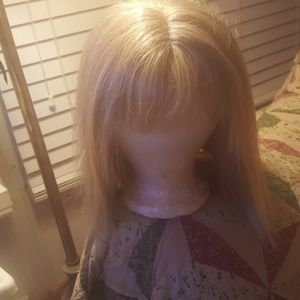 BLONDE WIG W/STRAIGHT BANGS